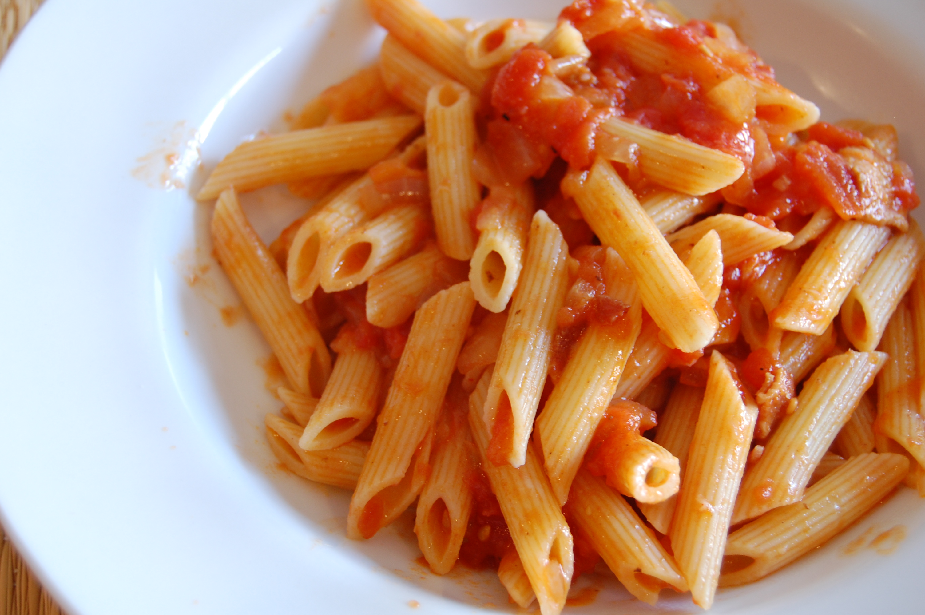 Penne with bacon and tomato sauce